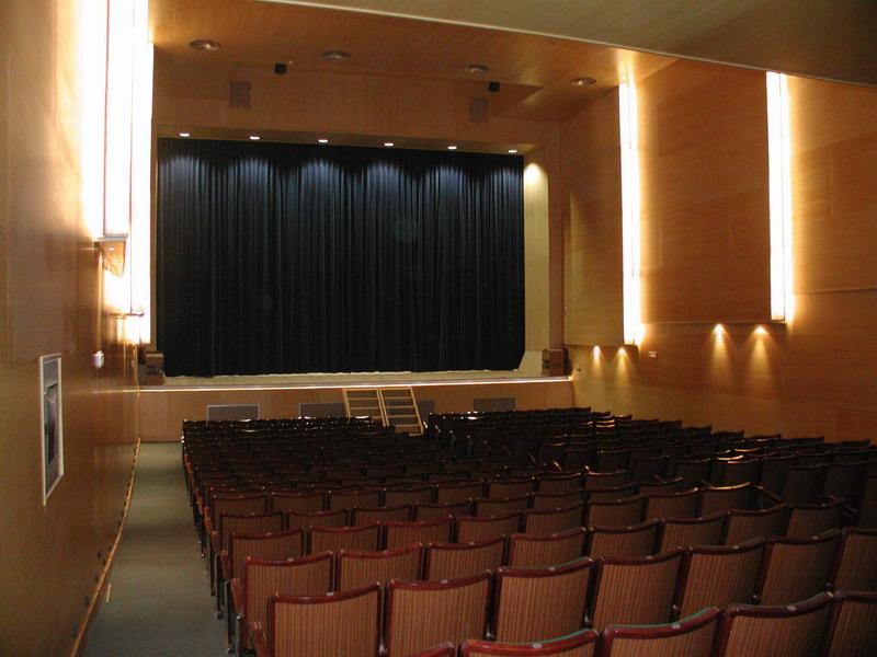 Escenario y platea auditorio ADOC