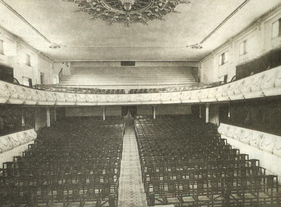 4. Interior teatro desde escenario tras reforma 1921