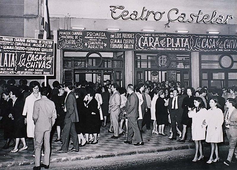 4. Salida del Teatro Castelar. Anos 60