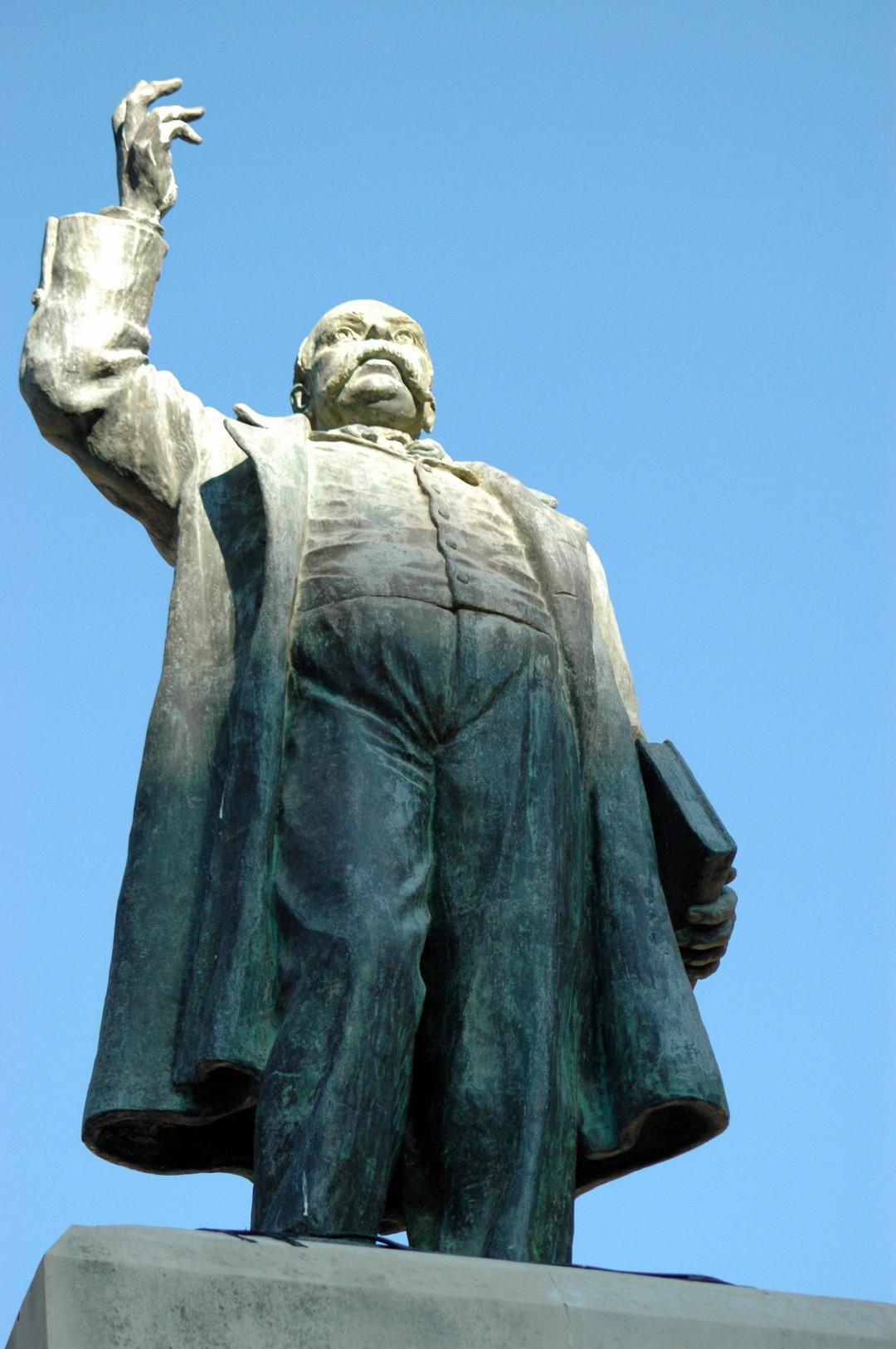 6. Detalles estatua Castelar. 2005-1