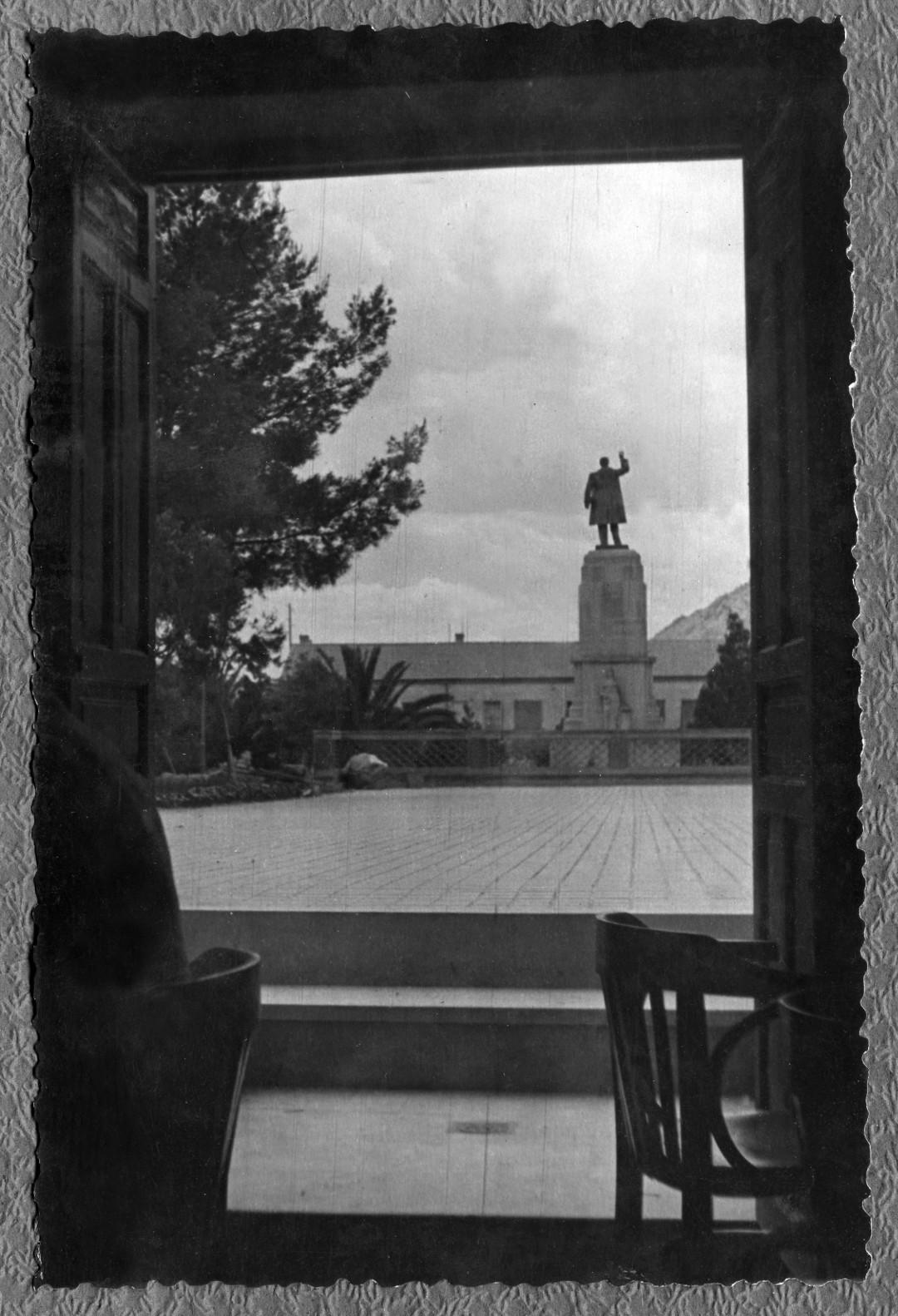 6. Monumento a Castelar
