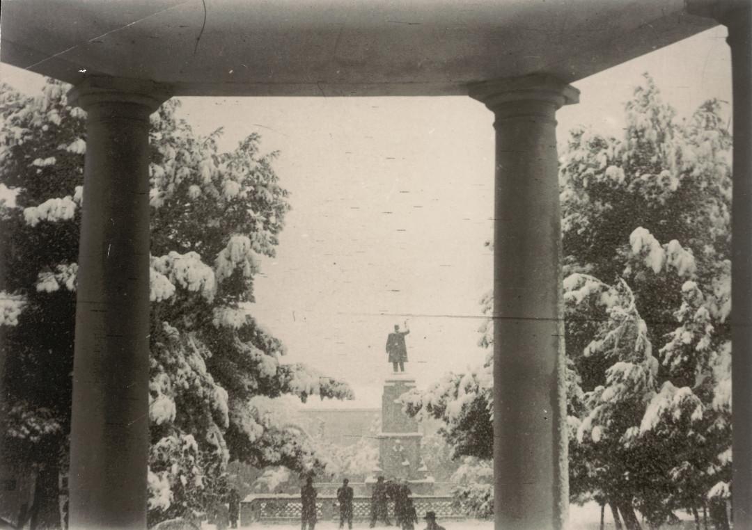 6. Plaza Castelar nevada desde el Templete. Anos 50