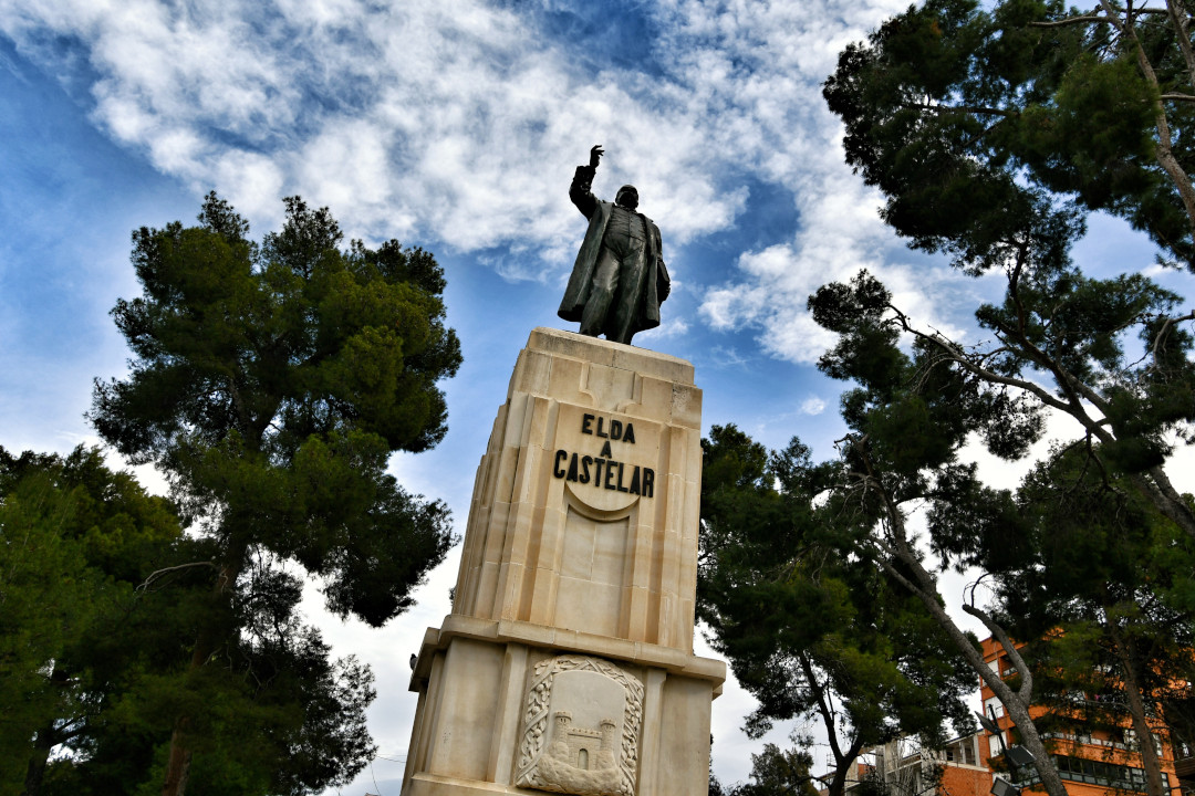 MONUMENTO EMILIO CASTELAR (2)